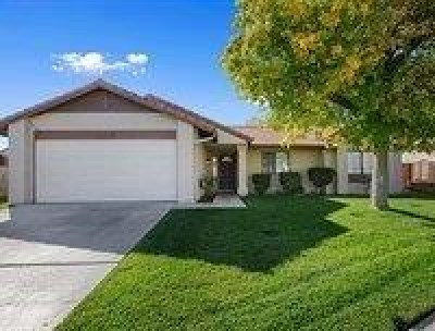 Palmdale Single Family Home For Sale: 5320 Meredith Avenue