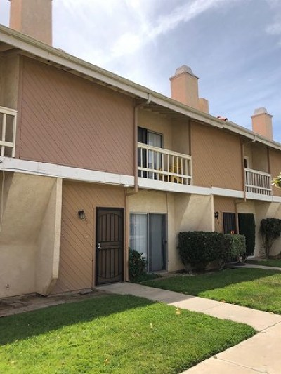 Victorville Condo/Townhouse For Sale: 16465 Green Tree Boulevard #45
