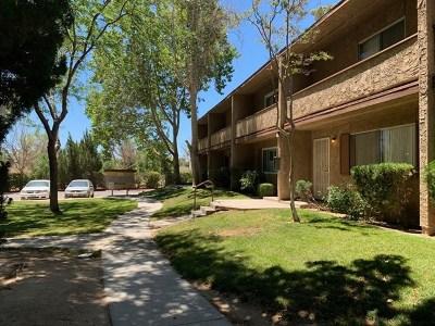 Victorville Condo/Townhouse For Sale: 14299 La Paz Drive #34