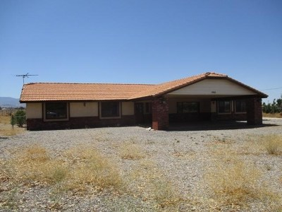 Oak Hills CA Single Family Home For Sale: $384,700