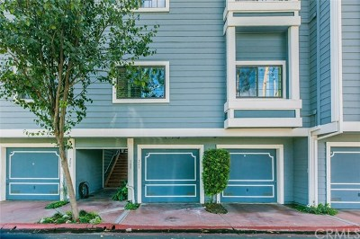 Huntington Beach Condo/Townhouse For Sale: 8206 Bridgepoint Drive #205