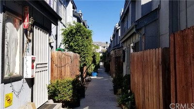 Panorama City Condo/Townhouse For Sale: 9342 Van Nuys Boulevard #17