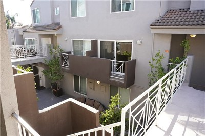 Burbank Condo/Townhouse For Sale: 355 N Maple Street #210