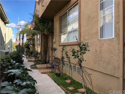 Van Nuys Condo/Townhouse For Sale: 6931 Hazeltine Avenue #D