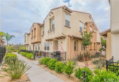 Murrieta Condo/Townhouse For Sale: 40318 Calle Real