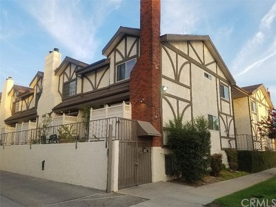 Valley Glen Condo/Townhouse For Sale: 13959 Victory Boulevard #2