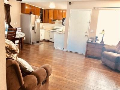 Panorama City Condo/Townhouse For Sale: 9800 Vesper Avenue #141