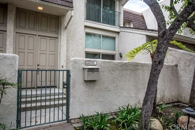 Woodland Hills Condo/Townhouse For Sale: 22203 Erwin Street
