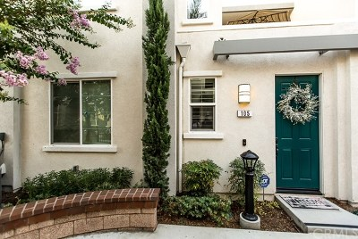 Upland Condo/Townhouse For Sale: 105 Royal Way