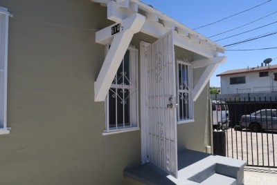 Los Angeles Multi Family Home For Sale: 612 E 87th Street