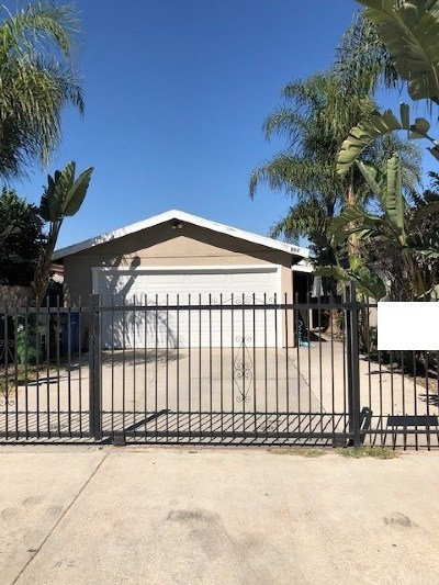 Los Angeles Single Family Home For Sale: 825 E 112th Street