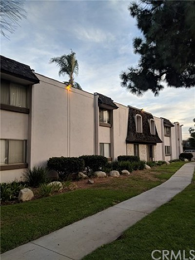 Long Beach Condo/Townhouse For Sale: 5500 Ackerfield Avenue #103