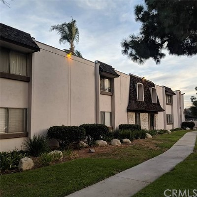 Long Beach Condo/Townhouse Active Under Contract: 5500 Ackerfield Avenue #103