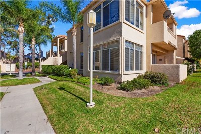 Corona Condo/Townhouse For Sale: 3140 Castelar Court #104