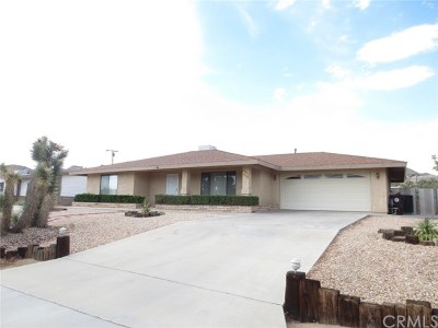 Yucca Valley Single Family Home For Sale: 57442 Saint Marys Drive