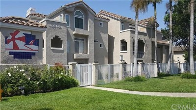 Huntington Beach Condo/Townhouse For Sale: 4561 Warner Avenue #306