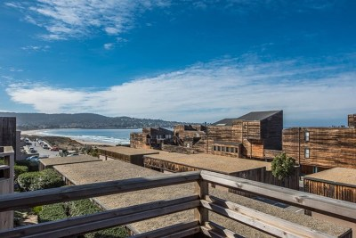 Monterey Condo/Townhouse For Sale: 125 Surf Way #418
