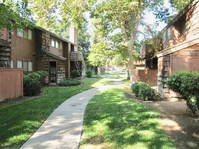 Fresno Condo/Townhouse For Sale: 1151 Chestnut Avenue #238
