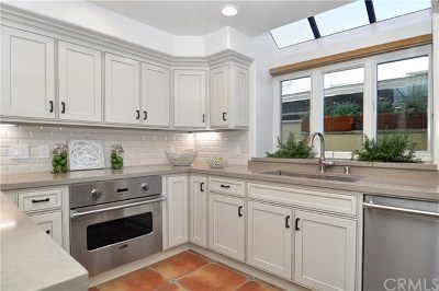 Newport Beach, Newport Coast, Corona Del Mar Single Family Home For Sale: 210 E Bay Avenue