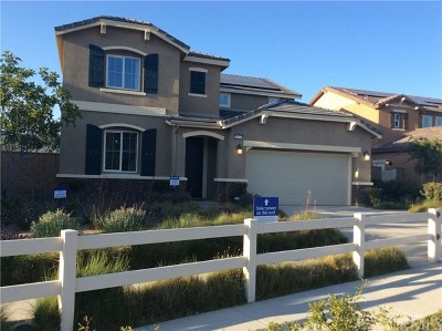 Wildomar Single Family Home For Sale: 24732 Mahogany Wood Court