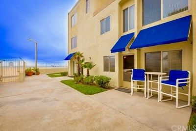 Huntington Beach Condo/Townhouse For Sale: 711 Pacific Coast #107