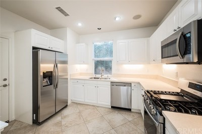 Irvine CA Condo/Townhouse For Sale: $825,000
