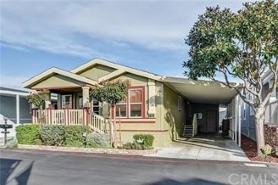 Huntington Beach Condo/Townhouse For Sale: 16432 Makaha Lane