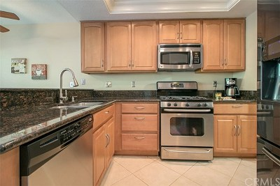 Lake Forest Condo/Townhouse For Sale: 25231 Grovewood