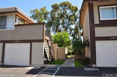 Mission Viejo Condo/Townhouse For Sale: 22948 Via Nuez