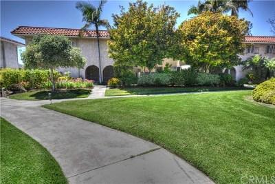 Laguna Woods Condo/Townhouse For Sale: 2315 Via Puerta #A