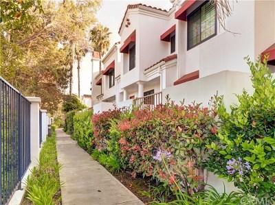 Huntington Beach Condo/Townhouse For Sale: 7582 Seabluff Drive #103
