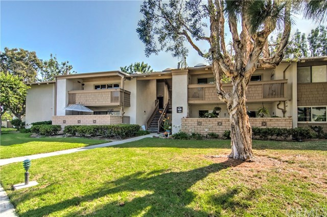 2 bed/2 bath Condo/Townhouse in Huntington Beach for $468,000
