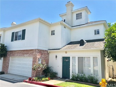 Huntington Beach Condo/Townhouse For Sale: 18771 Chapel Lane