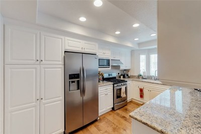 Huntington Beach Condo/Townhouse For Sale: 8125 Islandview Circle #D