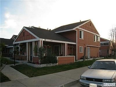 Santa Ana Condo/Townhouse For Sale: 309 N Raitt Street #3