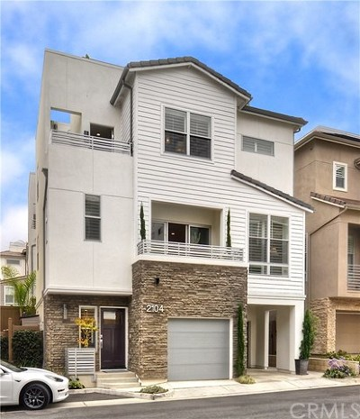Costa Mesa Condo/Townhouse For Sale: 2104 Two Harbors Circle