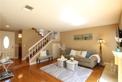 Irvine Condo/Townhouse For Sale: 37 Mirror #45