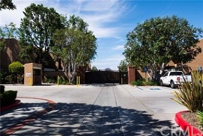 Santa Ana Condo/Townhouse For Sale: 1001 W Macarthur Boulevard #130