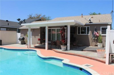 Lakewood Single Family Home For Sale: 5702 Hazelbrook Avenue
