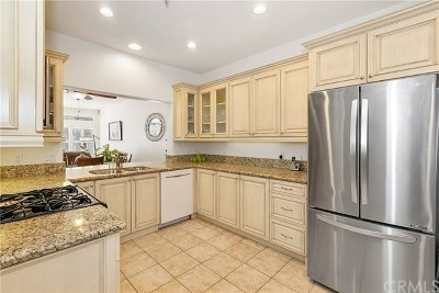 Mission Viejo Condo/Townhouse For Sale: 21712 San Leandro