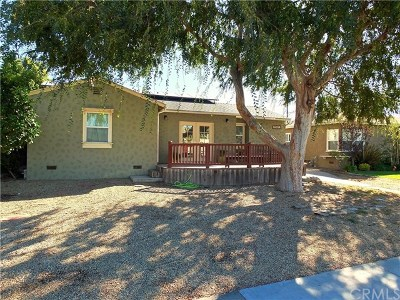 Long Beach Single Family Home For Sale: 3732 Clark Avenue