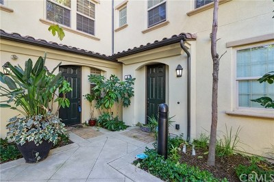 Irvine Condo/Townhouse For Sale: 62 Full Moon
