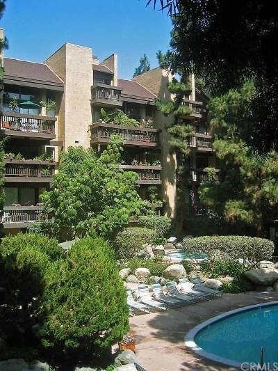 Long Beach Condo/Townhouse For Sale: 1655 Clark Avenue #123
