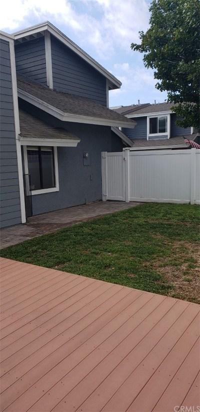 Costa Mesa Condo/Townhouse For Sale: 2168 Kristin Lane #4