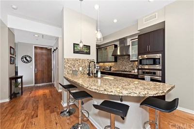 Irvine Condo/Townhouse For Sale: 21 Gramercy #113
