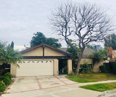 Santa Ana Single Family Home For Sale: 3409 S Timber Street