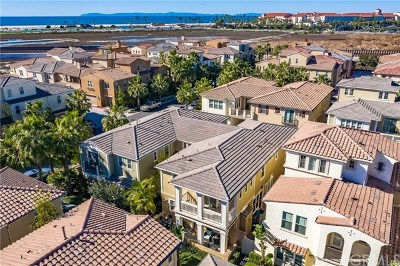 Huntington Beach Condo/Townhouse For Sale: 8243 Noelle Drive