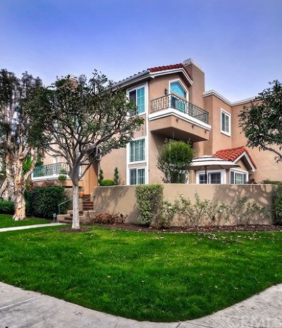 Huntington Beach Condo/Townhouse For Sale: 19330 Wingedfoot Circle