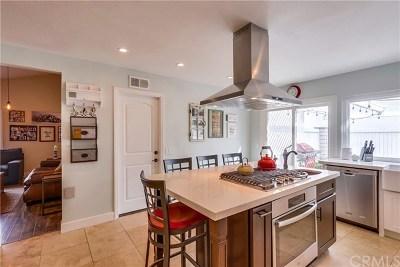 Yorba Linda Condo/Townhouse For Sale: 6831 Foxborough Court #50