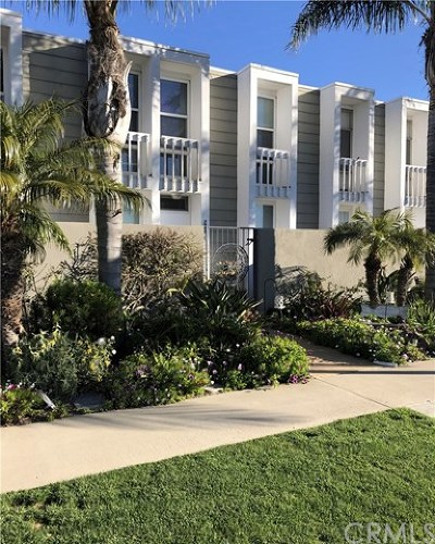 Huntington Beach Condo/Townhouse For Sale: 3989 Warner Avenue